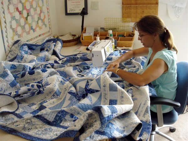 Cindy machine quilting at home